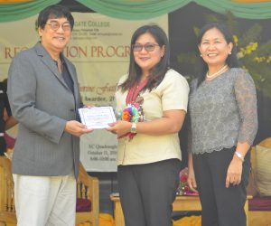 2016 Metrobank Oustanding Teacher awardee, Dr. Katherine Faith M. Bustos (center) receives her prize, Plaque of Recognition, from Dr. Willie A. Damasco, chairman, Board of Trustees (left) and Dr. Prescilla Esperanza A. Soriano, AC President (right), during the recognition program held at Aldersgate College on October 11, 2016. (Photo by Rodel Balallo)